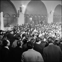 Sala dell'Arengo, 6.3.67, riprese di Giovani - Padri e figli di Gian Paolo Cresci