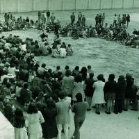 Studenti in assemblea all'aperto, Modena sd., Archivio Istituto storico di Modena