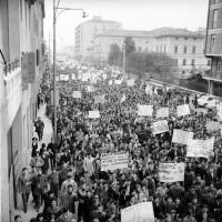 Manifestazione studentesca , Archivio Botti e Pincelli, Fondazione fotografia - Fondazione Modena Arti Visive