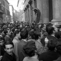 Gli studenti vogliono occupare l'università, marzo 1968, Archivio Botti e Pincelli, Fondazione fotografia - Fondazione Modena Arti Visive