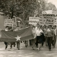 Manifestazione per la pace degli studenti del Fermi, sd., Archivio Istituto storico di Modena