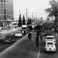 Gli operai della Salamini bloccano la via Emilia. Parma, marzo 1969. Archivio storico comunale di Parma.