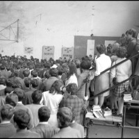 Teatro Galli, Assemblea degli studenti, 30.10.67, fondo Minghini, Biblioteca Gambalunga