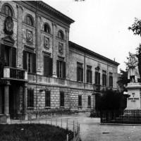 Palazzo degli studi, Piazza Bufalini.