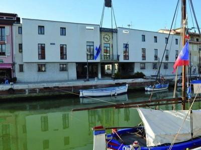 Comune di Cesenatico, via Marino Moretti, 5, e biblioteca comunale, piazza Ciceuracchio, 21, Cesena