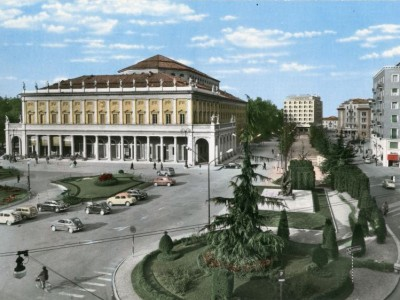 I Teatri, piazza Martiri del 7 luglio 1960