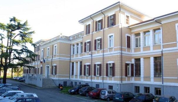 """Istituto professionale """"Ubaldo Comandini"""", piazzale Ciro ..."""